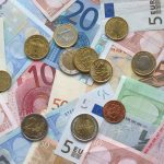 Tracking Currency Exchange Rates to Save Money on Foreign Travel