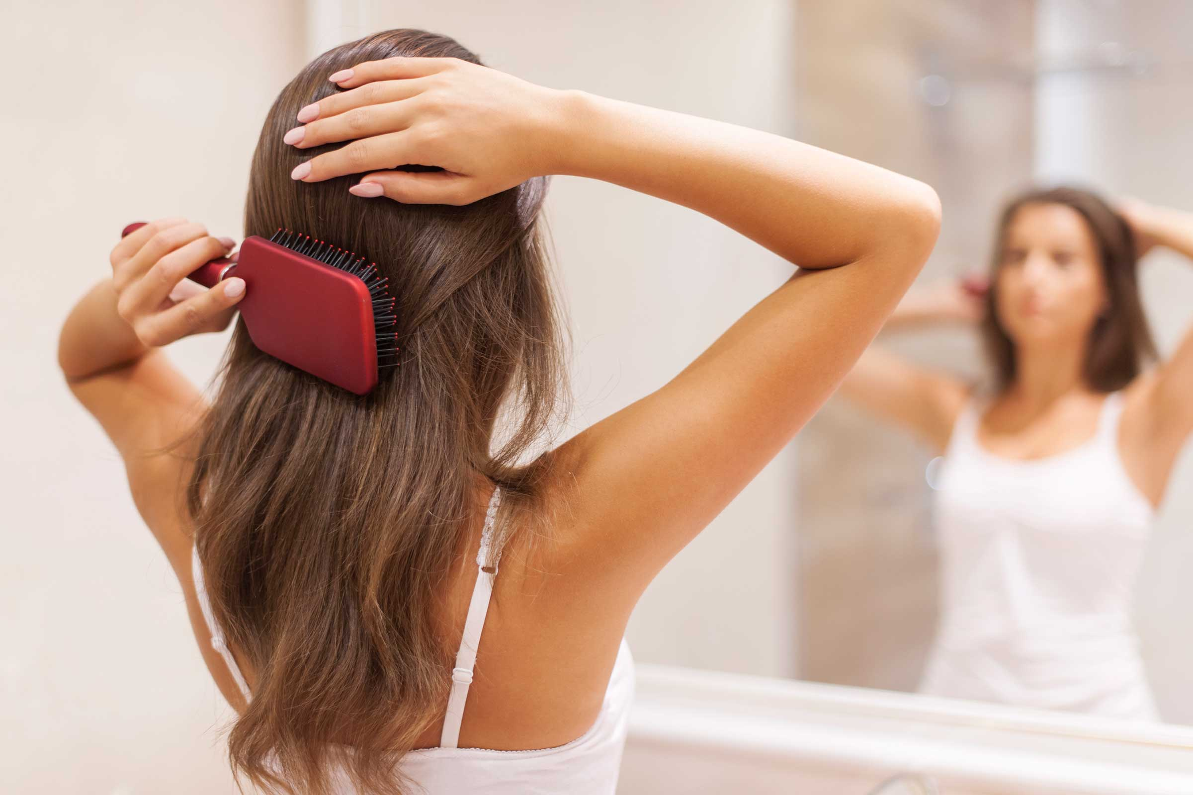 Know The Causes Of Dandruff And Prevent It