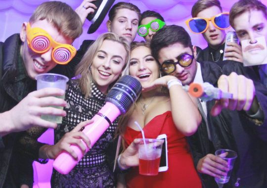 How To Earning Big Money With Photo Booth Hire Service?